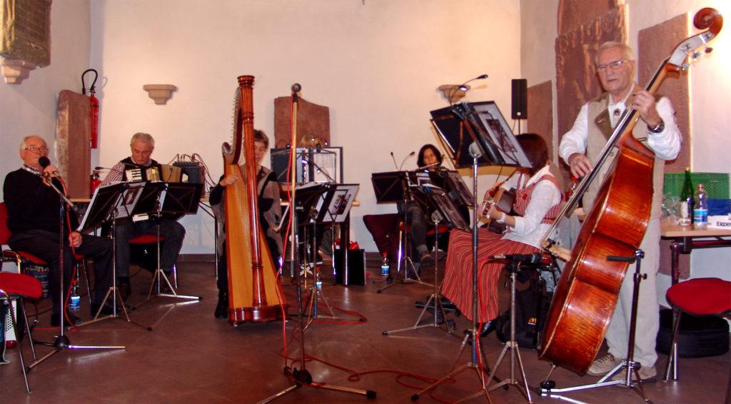 Benefizkonzert der Saitenmusik am 09.11.2014 in der Alten Kirche in Wernfeld